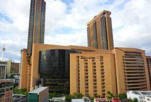 Berjaya Times Square -ostoskeskus,hotelli ja vapaa-ajan viihdekeskus kuuluu maailman kymmenen suurimman rakennuskompleksin joukkoon!