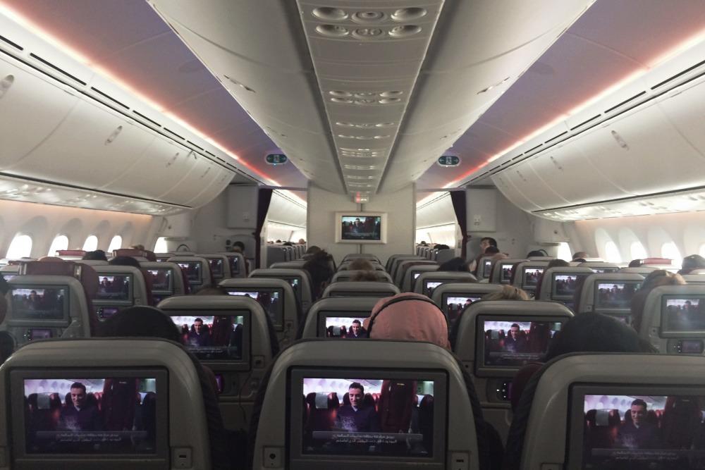 lennon myöhästyminen Qatar Airways